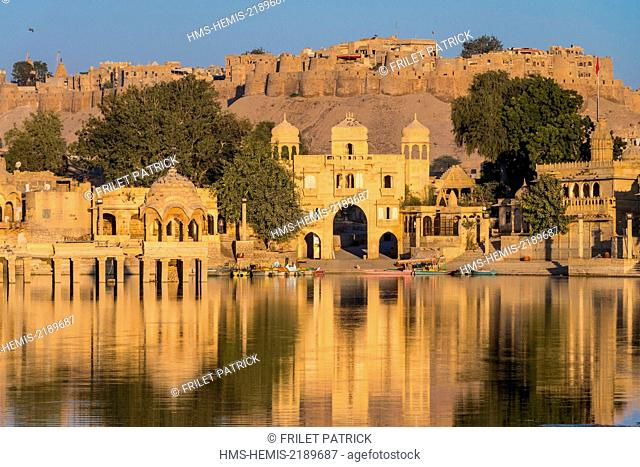 India, Rajasthan state, Jaisalmer, the Gadi Sadar tank was built in the 13th century