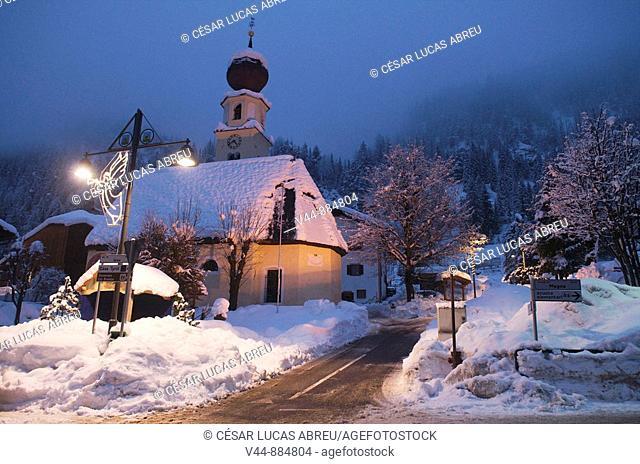 Iglesia de Ntra Sra de las Nieves, Canazei. Vall di Fassa, Trentino. Italia