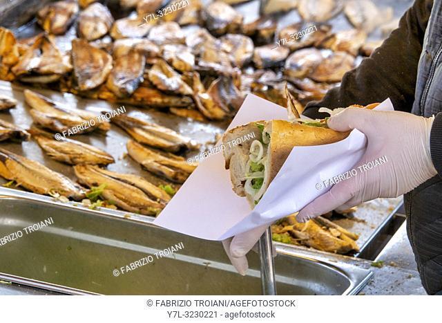Street vendor selling the traditional Balik Ekmek (a grilled fish sandwich) in Eminönü, Istanbul, Turkey