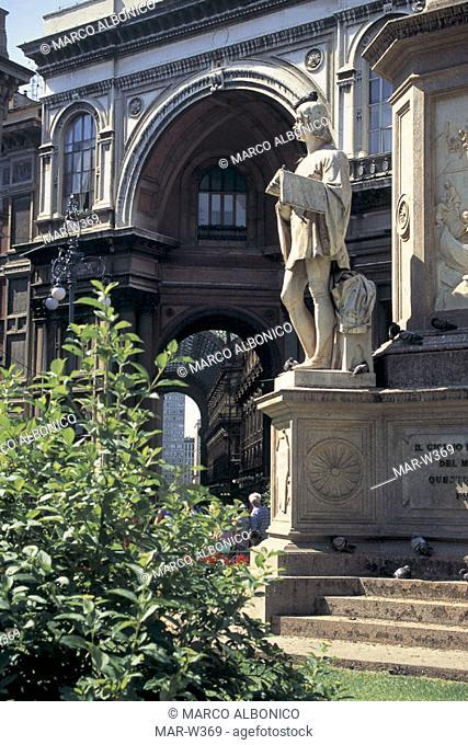italy, lombardia, milan, piazza della scala, galleria vittorio emanuele