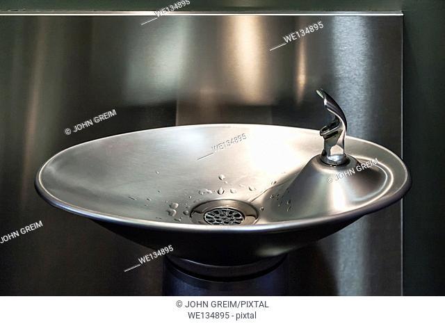 Modern design water fountain