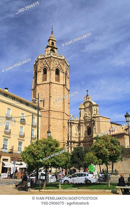 Placa de la Reina with the Cathedral, Valencia, Spain