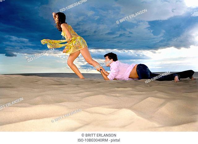 Man traps womans leg