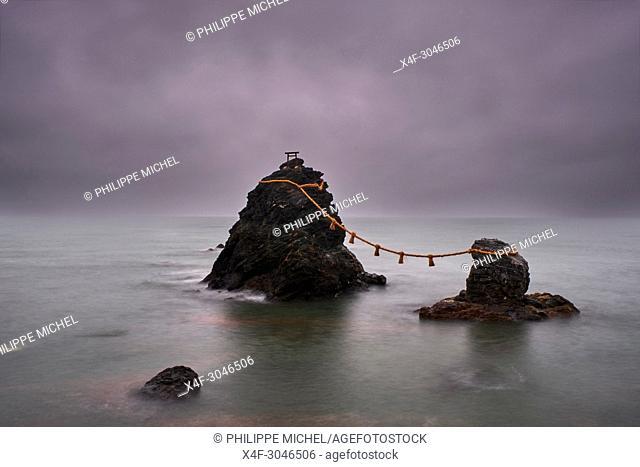 Japan, Honshu island, Ise Shima, Mie region, Futami, Meoto-Iwa (Wedded Rocks), two rocks considered to be male and female