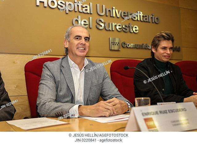 """Enrique Ruiz Escudero(l), Health Minister of the Community of Madrid and Carlos Baute(r), Venezuelan singer and president of the NGO """"""""A medicine for..."""