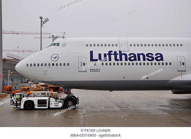 Civil aviation, air liner, runway, Check-up, start preparations, pushers