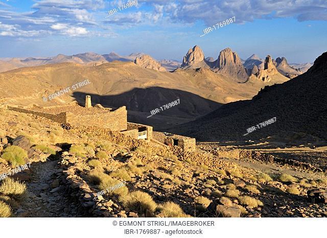 Building on Assekrem with view over the volcanic landscape of Atakor, Hoggar, Ahaggar Mountains, Wilaya Tamanrasset, Algeria, Sahara, North Africa