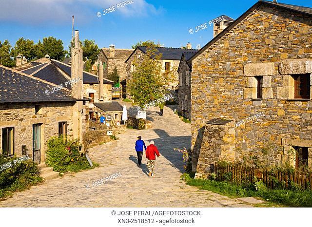 Pilgrims, O'Cebreiro village, El Cebreiro, Camino de Santiago (Way of Saint James), French Way, Lugo province, Galicia, Spain