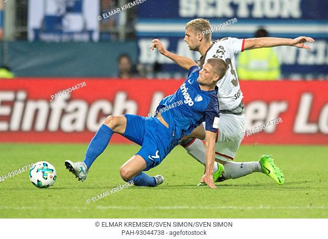 Danilo SOARES (li., BO) gegen Lasse SOBIECH (Pauli), Aktion, Zweikampf, Fussball 2. Bundesliga, 1. Spieltag, VfL Bochum (BO) - FC St