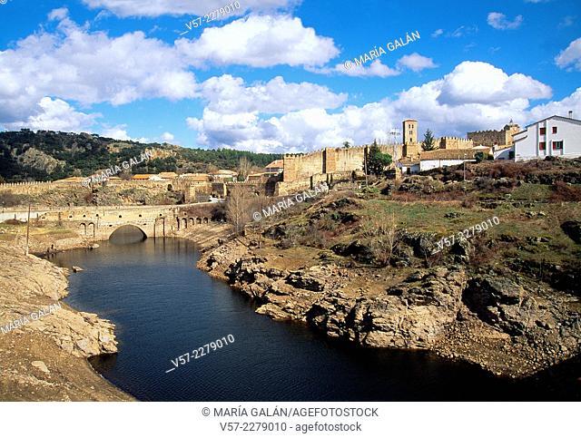 Overview and river Lozoya. Buitrago del Lozoya, Madrid province, Spain