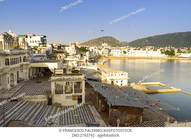 Lake to bathe in the sacred waters through the Ghats. Pushkar, Rajasthan, India