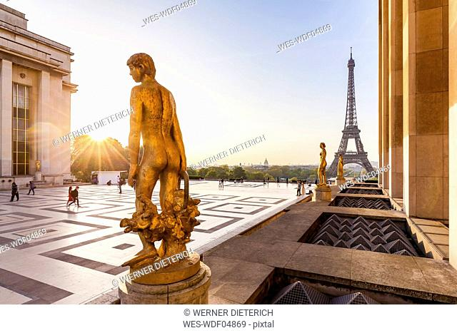 France, Paris, Eiffel Tower with statues at Place du Trocadero