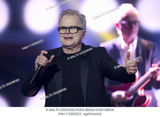 "Herbert GROENEMEYER, Grönemeyer, singer, musician, singing, singing, concert, on the show """"Menschen 2018"""", annual retrospective on ZDF, broadcast on 20"