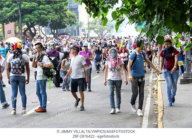 Protesters are concentrated in the avenue Francisco de Miranda in Altamira, of the repression of the police and national guard