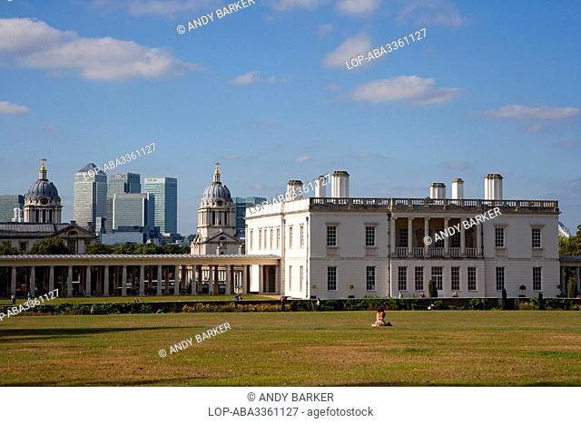 England, London, Greenwich. The Queen's House, a former royal residence built between 1614-1617 designed by Inigo Jones. The skyscrapers in the new financial...