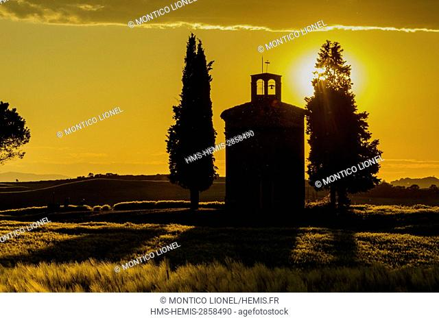 Italy, Tuscany, Val d'Orcia listed as World Heritage by UNESCO, countryside near Pienza, the di cappella Vitaleta