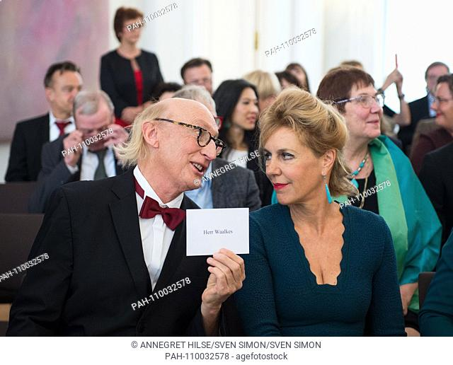 Otto WAALKES (Hamburg, comedian) and Prof. dr. Barbara VINKEN (Munich / Bavaria, literary scholar) Honoring and awarding of the Order of Merit of the Federal...