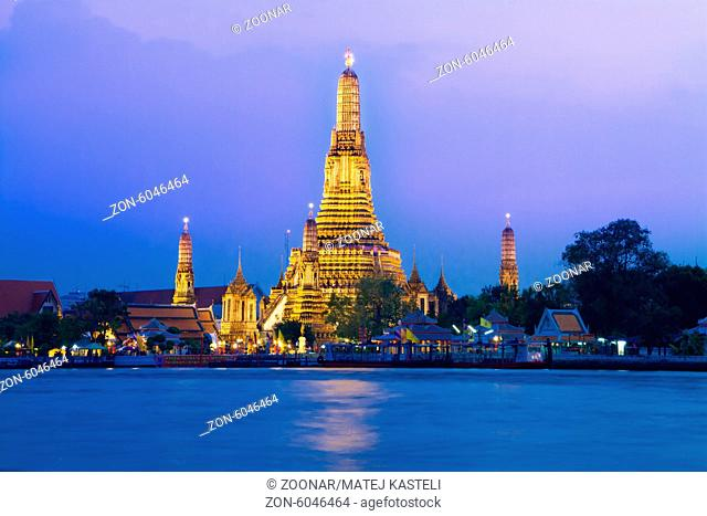 Wat Arun, The Temple of Dawn, at twilight, view across Chao Phraya river. Bangkok, Thailand