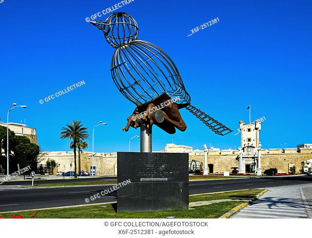 Sculpture Bird in Cage, Pájaro-Jaula, by Luis Quintero, Plaza de la Constitucion, Cádiz, Andalusia, Spain