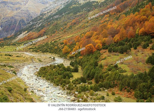 landscape in the glacial cirque La Larri, in the valley of Pineta. National Park Ordesa and Monte Perdido. Huesca