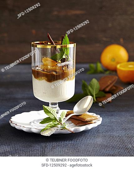 Mandarin and biscuit cream dessert