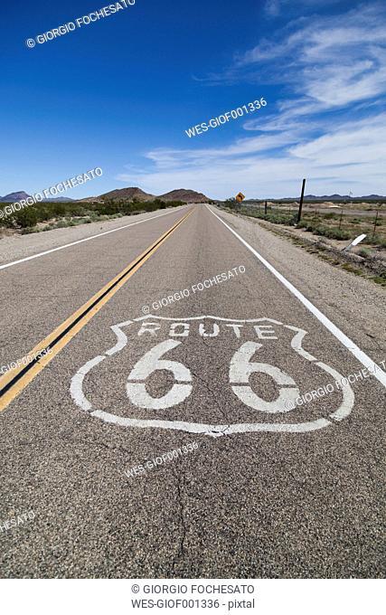 USA, California, Mojave Desert, view of empty route 66