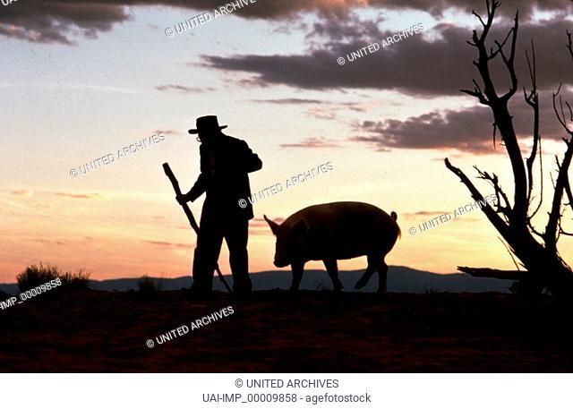 Milagro - Der Krieg im Bohnenfeld, (THE MILAGRO BEANFIELD WAR) USA 1988, Regie: Robert Redford, CARLOS RIQUELME und Lupita, Key: Spaziergang, Schwein