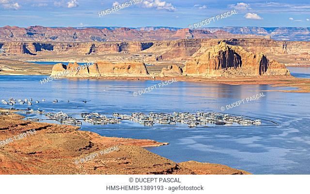United States, Arizona, Glen Canyon National Recreation Area near Page, lake Powell and the Wahweap marina