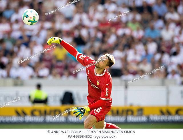 Torwart Ron-Robert ZIELER (S) Aktion, Abwurf, Fussball 1. Bundesliga, 2. Spieltag, VfB Stuttgart (S) - FSV FSV Mainz 05 (MZ) 1:0, am 26.08