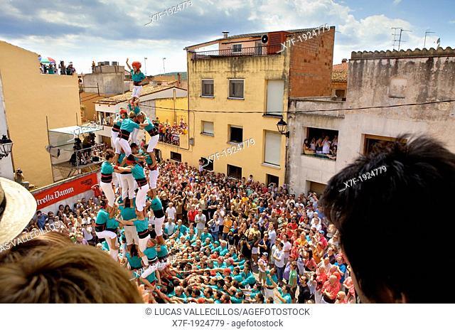 Castellers (human towers) de Vilafranca, a Catalan tradition. Doctor Robert street, La Bisbal del Penedès, Tarragona province, Spain