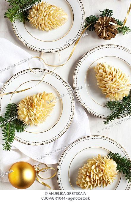 Small individual cake Pine cone