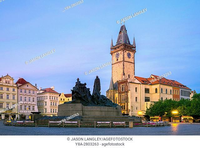 Czech Republic, Prague, Stare Mesto (Old Town). Staromestske namesti, Old Town Square at dawn