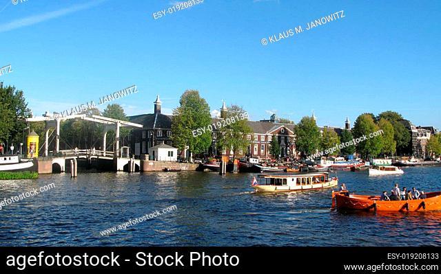 Bootsverkehr auf der Amstel