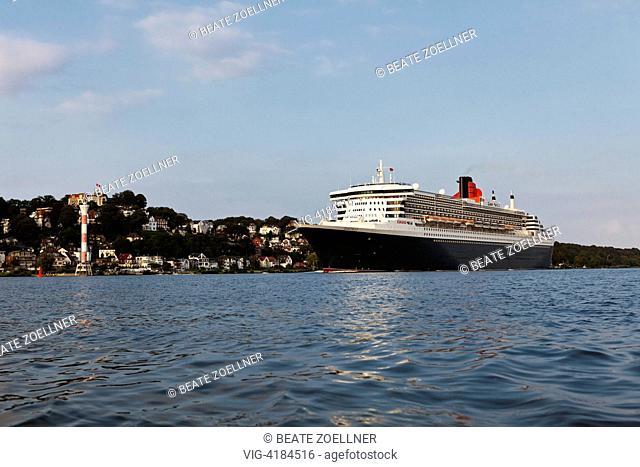 Queen Mary 2 before Blankenese - Hamburg-Blankenese, Hamburg, Germany, 05/08/2011