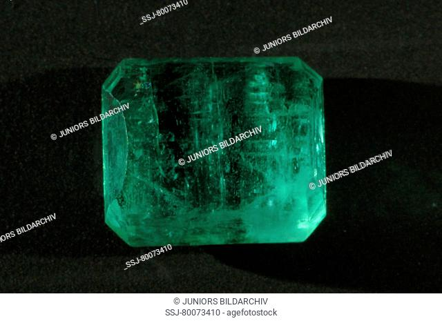 DEU, 2008: Cut emerald, studio picture