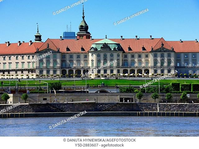 Royal Castle's eastern baroque facade seen from eastern side of Vistula river, UNESCO World Heritage Site, Old Town, Warsaw, Mazovia, Poland, Europe