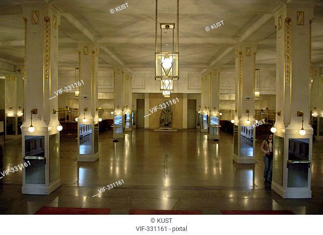 Innenansicht Wiener Konzerthaus, Eingangsbereich mit Beethoven-Denkmal - 08/10/2005