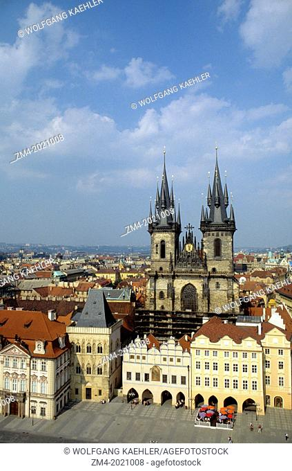 CZECH REPUBLIC, PRAGUE, OLD TOWN SQUARE (STAROMESTSKE NAMESTI), TYN CHURCH, FROM TOWN HALL TOWER