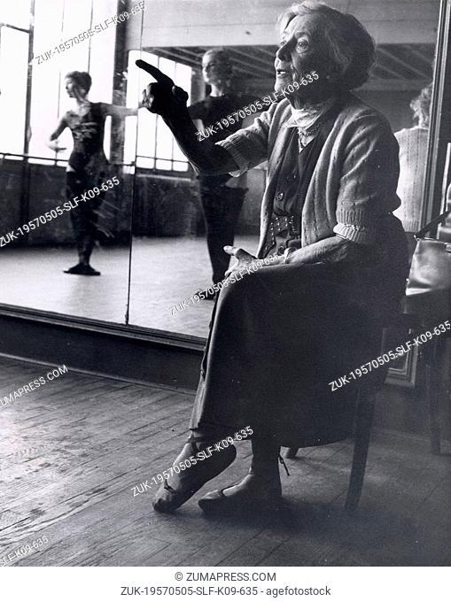 May 05, 1957 - Paris, France - Madame OLGA PREOBRAJENSKA gives a demonstration to her pupils at her dance school.(Credit Image: © Keystone Press Agency/Keystone...