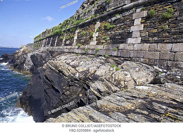 the Cornish line, near the tip of the spanish, camaret, presqu'ile de crozon, finistère, brittany, france
