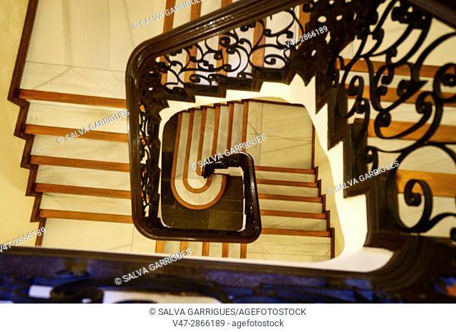 Photograph of spiral staircase of the House Dressing room (Casa Vestuario), municipal library, Plaza de la Virgen, Valencia, Spain