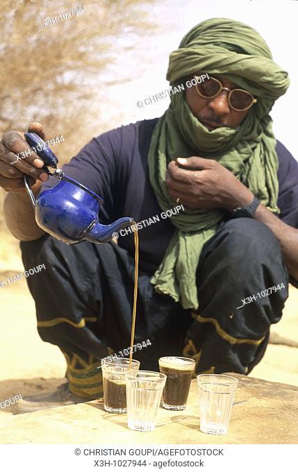 man serving tea, Aïr,Niger,Western Africa