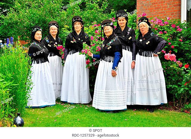 Frauen, Tracht, Trachtentanzgruppe, Nordseeinsel, Pellworm, Rosentag, Schleswig-Holstein, Deutschland