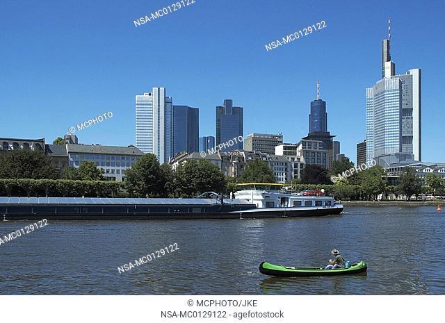 Frankfurt / Main, Main with cargo and Skyline