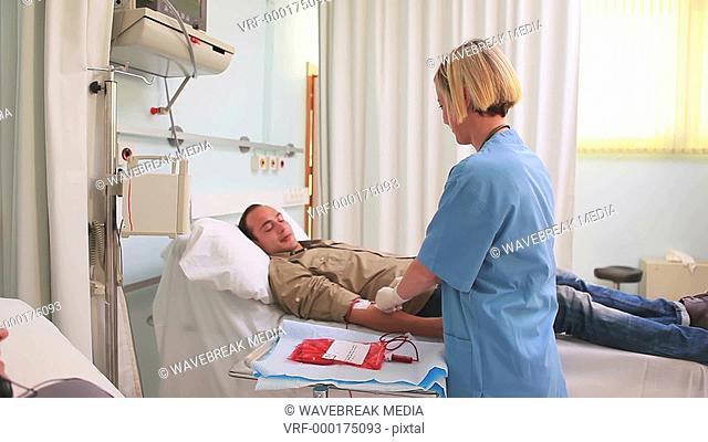 Nurse next to the donor