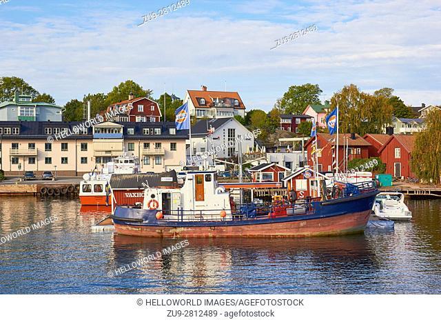 Boat refuelling at waterfront petrol station, Vaxholm, Stockholm archipelago, Sweden, Scandinavia