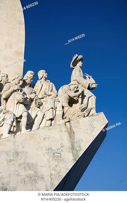 El Monumento a los Descubrimientos, destacado en la margen del río, en Belém, Lisboa  Fue construido en 1960 para conmemorar los 500 años de la muerte de D...