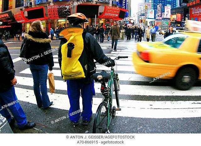 USA, New York City, bike messenger