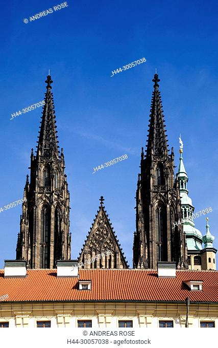 Prague Castle with the steeple of St. Vitus Cathedral, St. Vitus Cathedral, Prague Castle, Hradcany, UNESCO World Heritage Site, Prague, Czech Republic, Europe