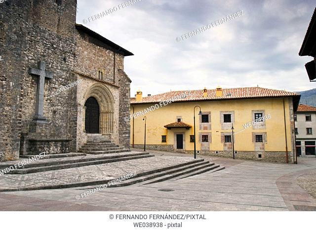 Iglesia gótica de Santa María de Concejo, Llanes, Asturias, España